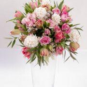 Buchete lalele, trandafiri roz, zambile, Berzelii, Eucalyptus 2