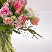 Buchete lalele, trandafiri roz, zambile, Berzelii, Eucalyptus 3