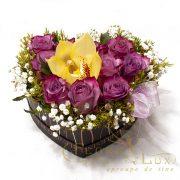 Cutie inima cu trandafiri si orhidee 2