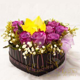 Cutie inima cu trandafiri si orhidee