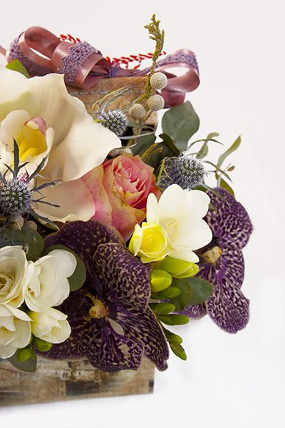 aranjament floral in cutie b