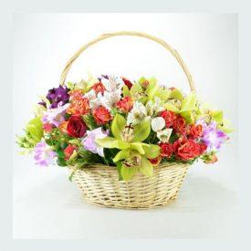 cos cu trandafiri rosii, orhidee, alstroemeria, Salal 1