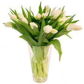 buchet allele albe in vaza