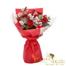 buchet de flori trandafiri rosii